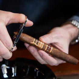 01-where-to-cut-figurado-cigar-straight-cut-oliva-la-casa-del-tabaco