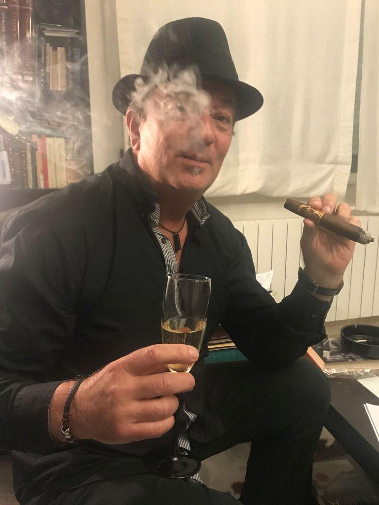 LUIS MIGUEL MUÑOZ OLIVA CIGARS LIBRO